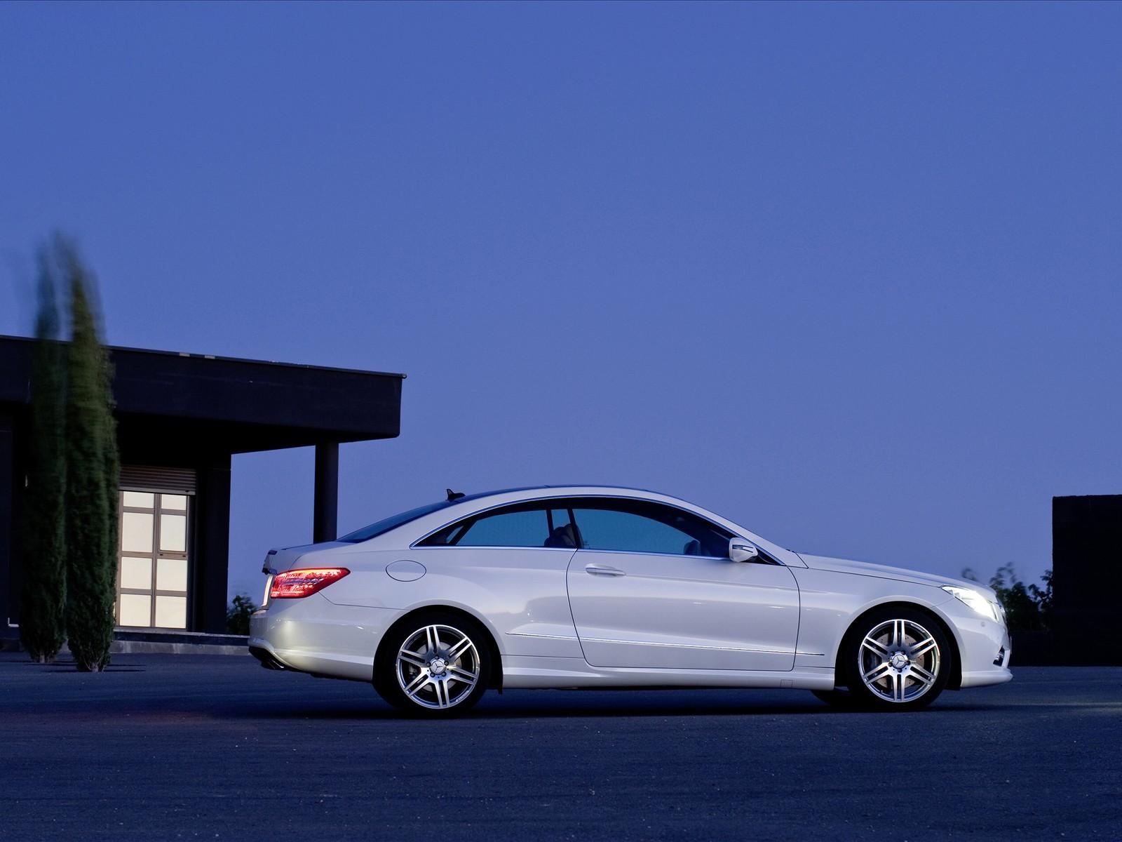 2010-Mercedes-Benz-E-Class-Coupe-04